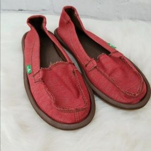 Sanuk Womens 7 Red Canvas Slip On Canvas Shoes